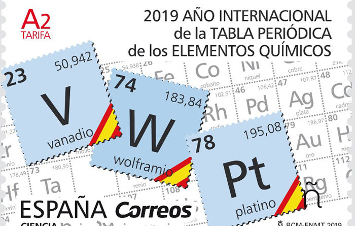 la tabla peridica de los elementos qumicos en un sello conmemorativo de correos en clase